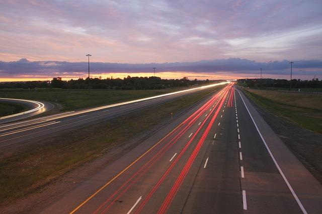 Nepodceňujte barvu světelného kuželu autožárovek v předních světlometech