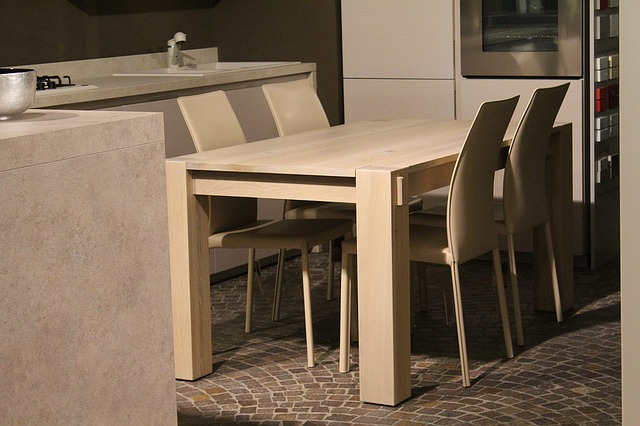 Moderní stůl a židle