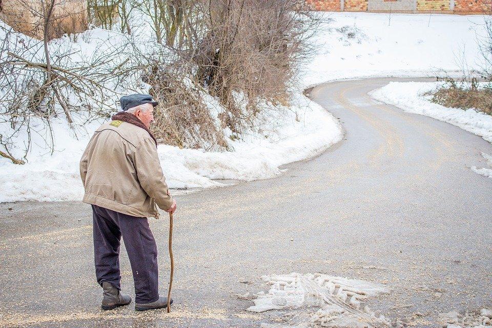 senior na cestě